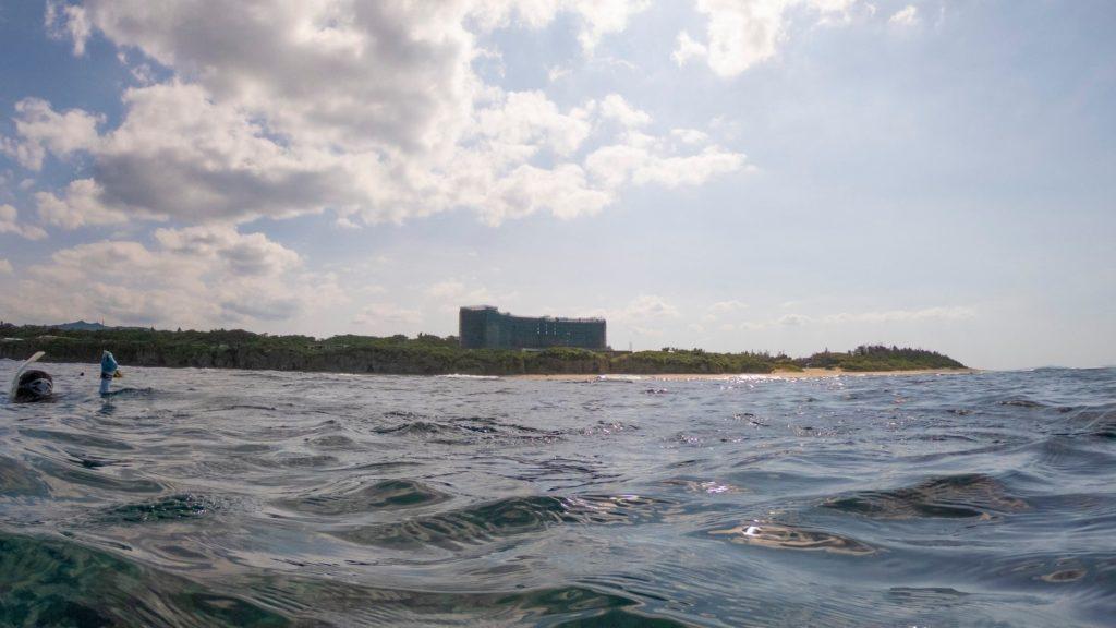 瀬底島ヒルトンホテル沖