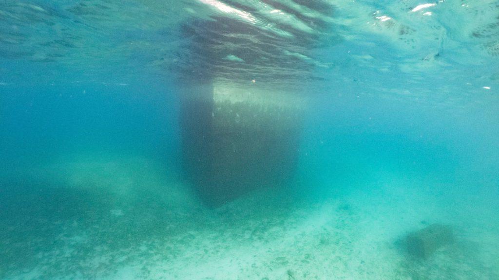 瀬底島瀬底大橋下