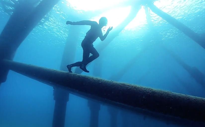 一息の世界に挑戦!?ゴリラチョップ(沖縄県本部町)の水中ジャングルジムをノーフィンで素潜り!